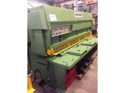 UM10103 Ursviken Hydraulic Variable Rake Guillotine